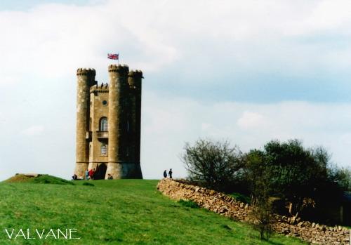 イギリス、丘の上のブロードウェイ・タワー