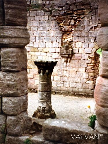 イギリス、ファウンティンズ修道院の取り残された柱