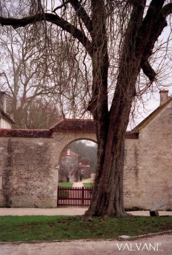 フランス、フォントネー修道院の入口