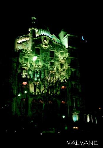 スペイン、暗闇のカサ・バトリョ