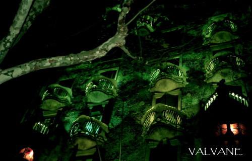 スペイン、深夜のカサ・バトリョ