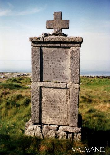 アイルランド、イニシュモア島のケルト十字