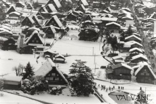 日本、雪に埋もれる白川郷