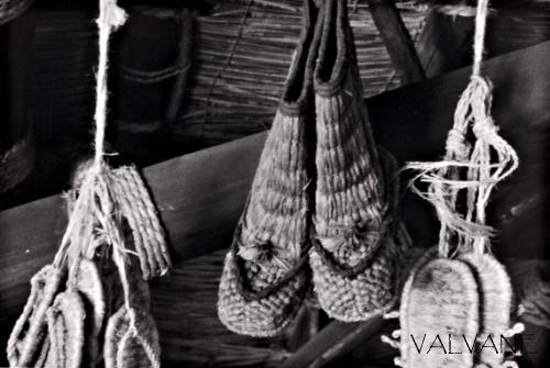 日本、使い古された草鞋