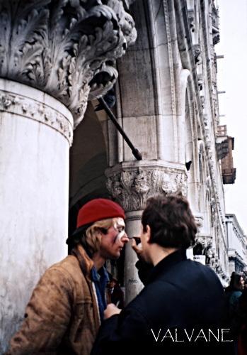 イタリア、仮面代わりのフェイスペインティング