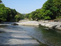 鮎もどし自然公園-川の景観橋の下