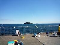 親水護岸の太公望と猿島