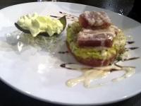 マグロとアボガドのサラダ エスプーマ