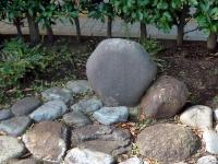 倉渕村から寄贈された烏川水沼川原の記念石