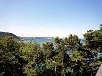 僅かに見える横須賀と海岸