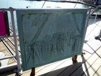 「三笠艦橋の図」のレリーフ