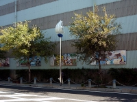浦賀工場の壁画とクールな街灯