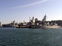 横須賀本港の海上自衛隊艦船
