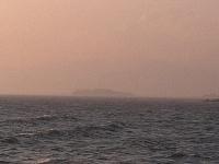 霞んだ江ノ島