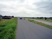 堤防上の公道