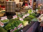 店先にたくさんの山菜が。