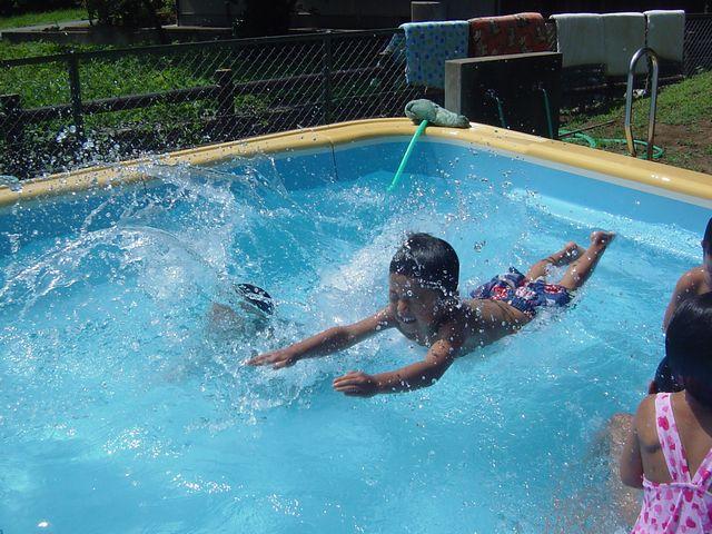 プール遊び
