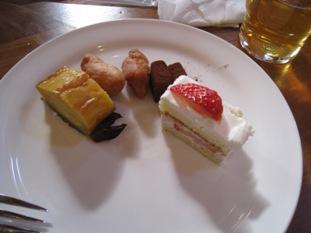 ケーキバイキングはちょっとだけにしよう。