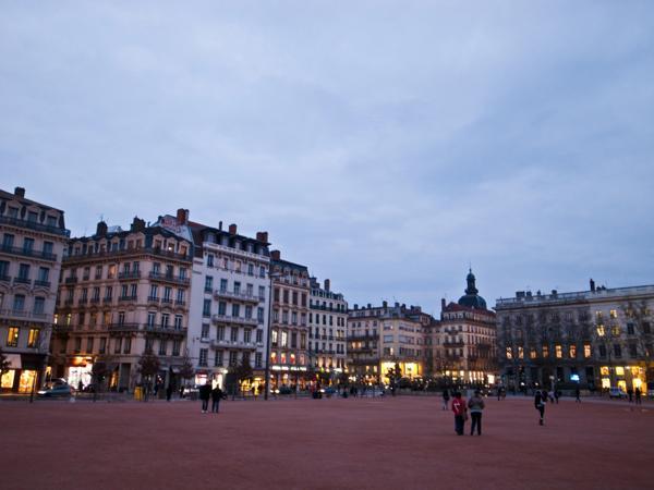 Lyon01