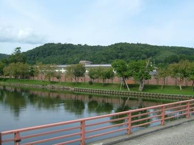 川沿いに見えるのが網走刑務所。