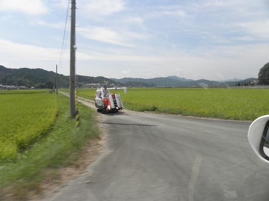 稲刈り始まる