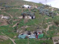 怪しげなクエバの家々。