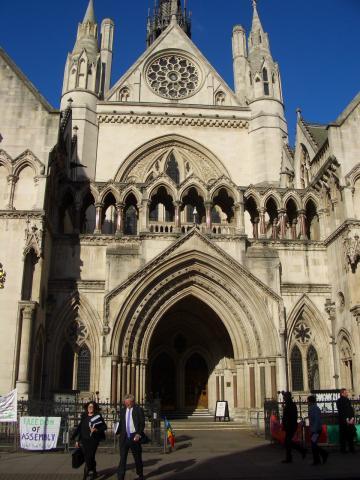 王立裁判所の入口