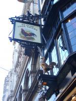 古鶏の酒場。
