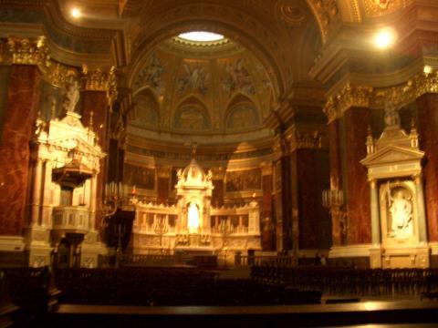 聖堂中の正面。