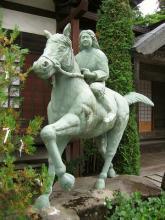 徳音寺の巴御前像