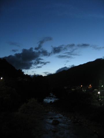 夕闇の木曽川