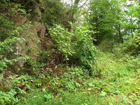 関所付近に残る旧道
