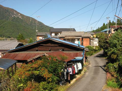 和合集落を行く旧中山道