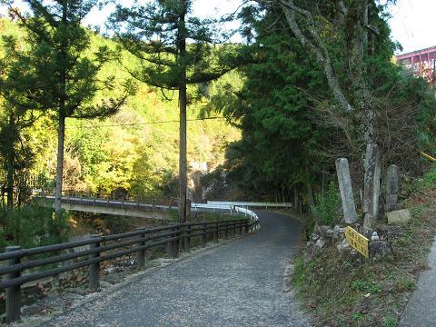 滝場の馬頭観音と道標道祖神