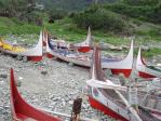 今の時期はこの伝統的な船タタラにのって