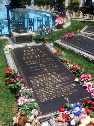 エルビス・プレスリー墓石