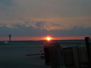バルセロナ空港の夜明け