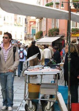 ヴェネツィアの街角