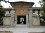 パヴィア修道院入り口