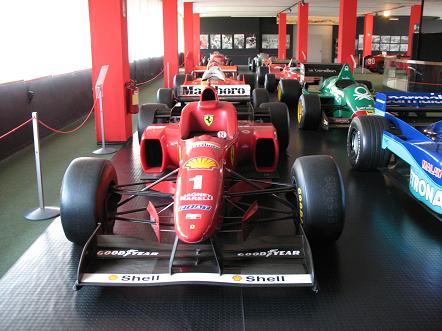 自動車博物館2階
