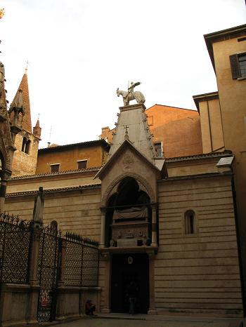 スカラ家の霊廟と教会
