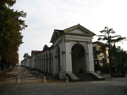 ヴィチェンツァ駅上の教会