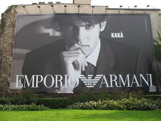 アルマーニの看板