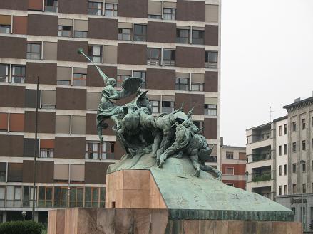 Monza銅像