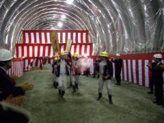 九州新幹線トンネル貫通式(おみこし)