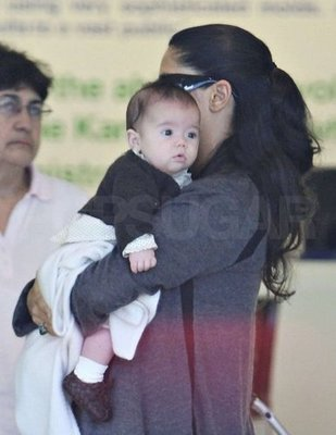 FP_1053479_First_public_pics_of_Salma_Hayek_and_baby_Valentina_wtmk_xlarger.jpg
