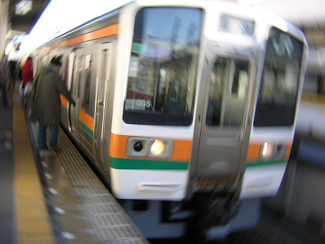 やわい回し撮りの東海道本線(2007.12.31)