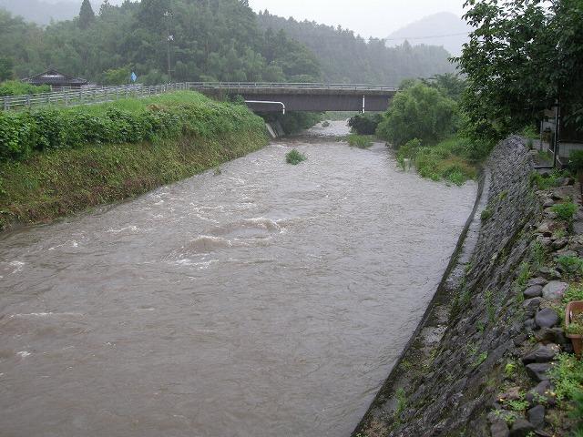 台風4号で増水した弥富の川