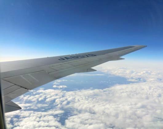 機内から雲海を望む