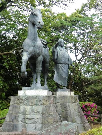 千代と馬の像